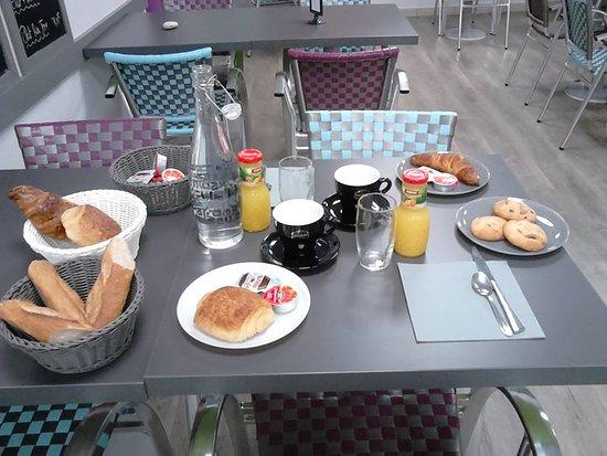 Parthenay, Francia: Petit Déjeuner