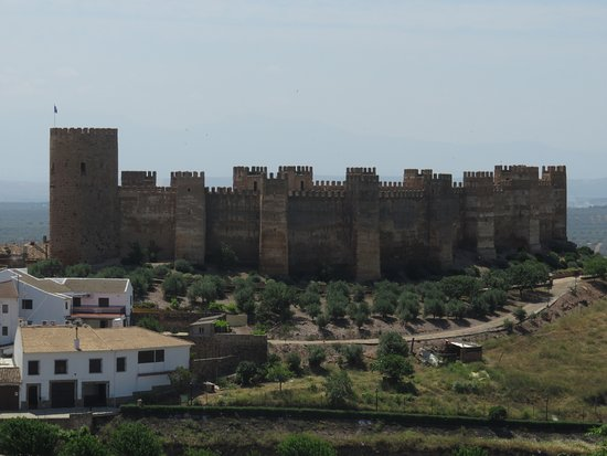 Banos de la Encina, Spania: La fortaleza desde lejos, a contraluz