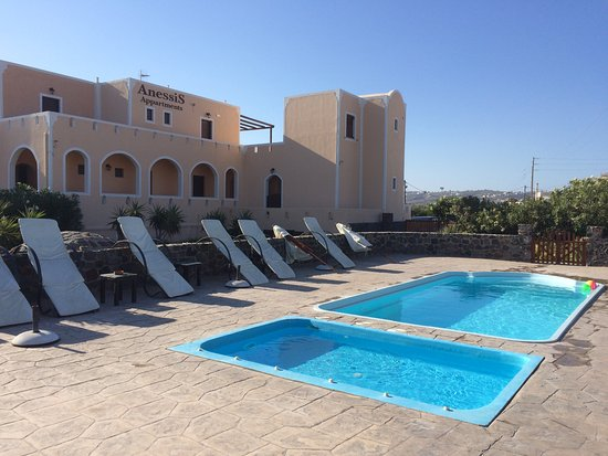 Anessis Apartments: piscina