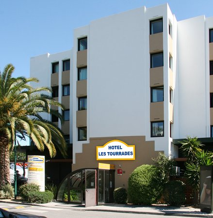 Hotel les Tourrades: entée coté av.St.EXUPERY