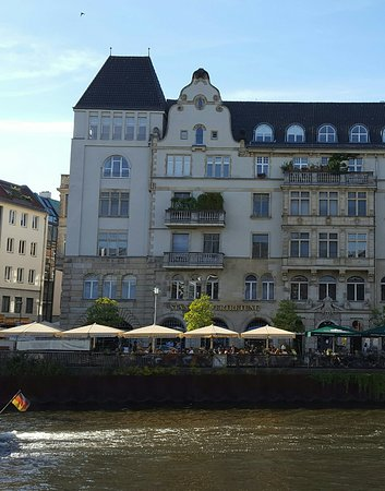 Staendige Vertretung: Superb restaurant offering great views .