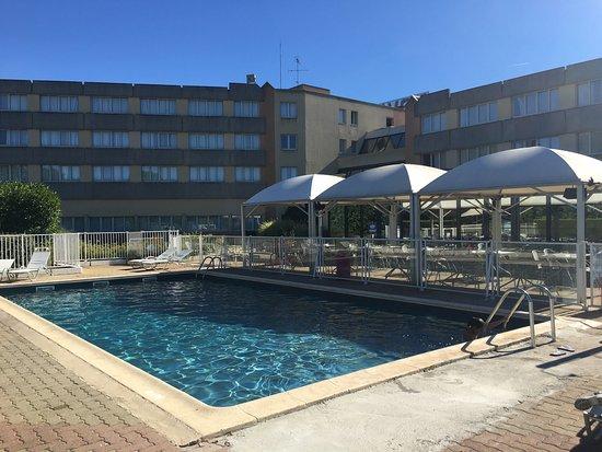 Saint-Jean-de-Braye, França: La piscina esta muy bien