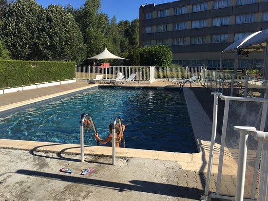 Saint-Jean-de-Braye, Франция: La piscina esta muy bien