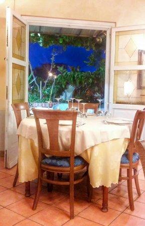 Locanda Miranda: sala del ristorante.... elegante e rilassante