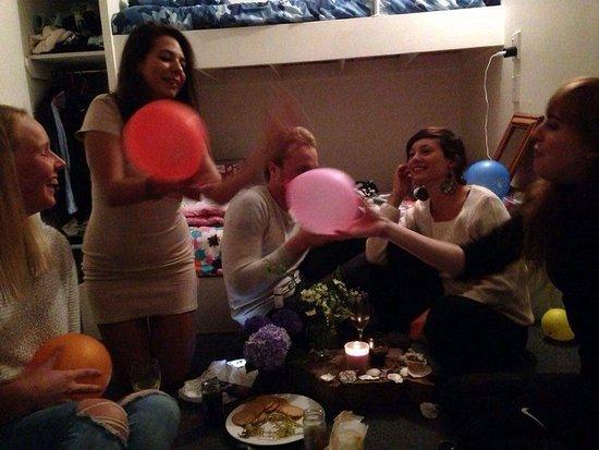 Kerikeri, New Zealand: birthday celebrations in one of the rooms