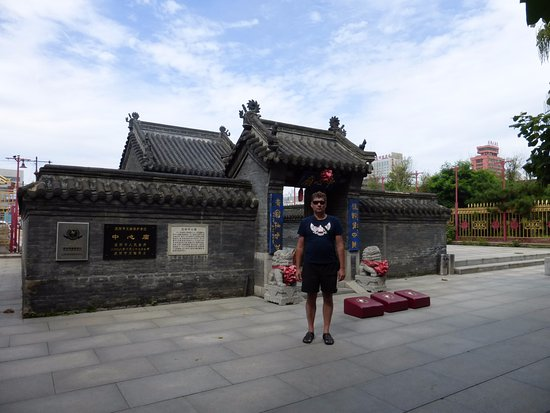 Shenyang, Κίνα: Снаружи храма