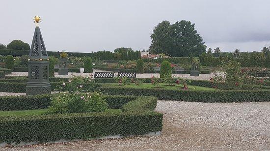 Day Trip to Rundale Palace: Diversos parterres del jardín francés