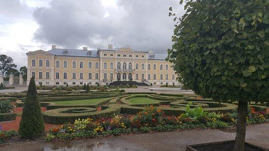 Day Trip to Rundale Palace: El conjunto de jardines y palacio
