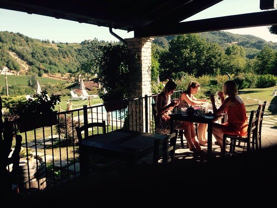 Agriturismo Nonna Du: Gezellig, familiaal karakter, diner = antipasti, great wine (6€/bottle), great view and swimming