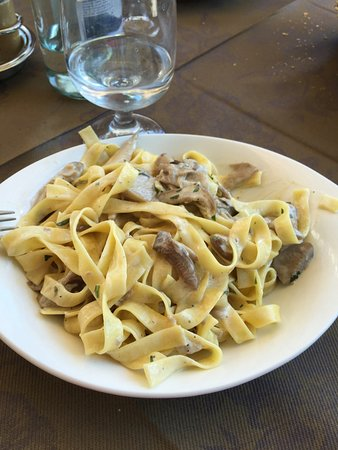 Castiglione d'Intelvi, Italia: Fettuccine ai Funghi Porcini