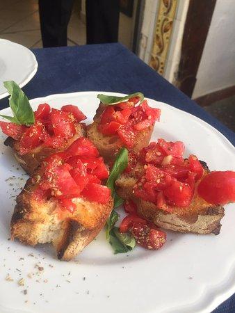 La Taverna di Masaniello: Antipasto: bruschette al pomodoro