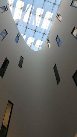 AC Hotel Firenze: particolare del soffitto della hall