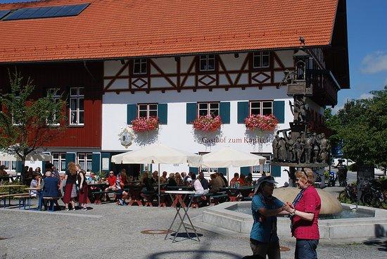 Wiggensbach, Duitsland: Gasthof zum Kapitel mit Ratschkaddl Brunnen