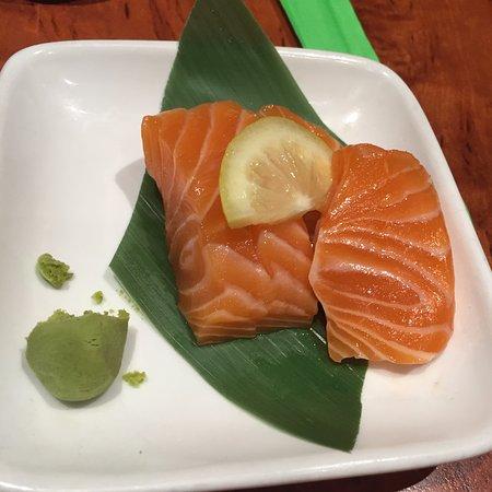 Goshu Ramen Tei: Salmon Sashimi