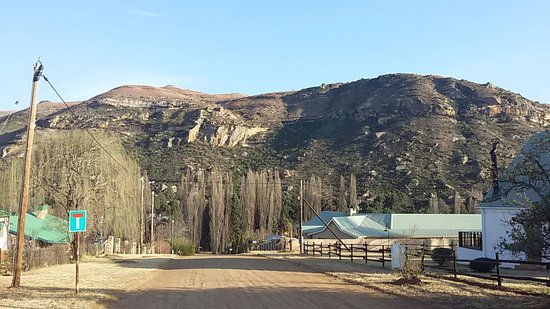 Clarens Eddies: view from the town to the mountain