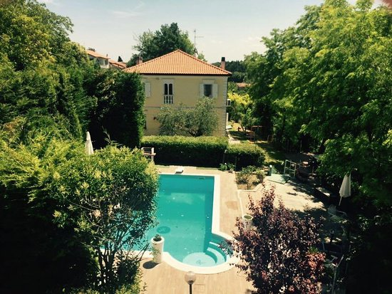 Montegridolfo, Italia: panoramica della Villa dall'alto