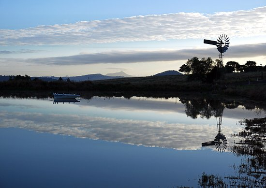 Boonah, Avustralya: sunrise over the dam