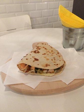 Gorgonzola, Italia: Chicken Grill la ma. Proposta con pollo alla griglia marinato, verdure grigliate, fontina e sals