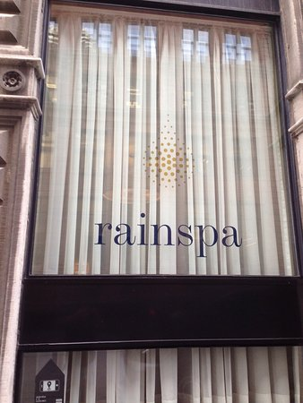 Rainspa At The Place D'Armes Hotel: Calm atmosphere and good location on Old Montreal