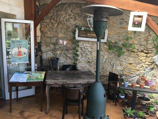 Villandraut, França: Entrée