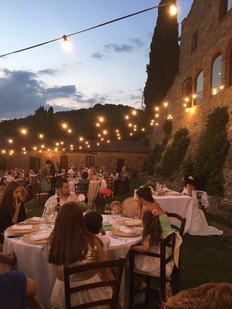 Pergine Valdarno, Italia: Allestimento cena