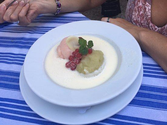 Randersacker, Германия: Zweierlei Sorbets ..... diese Dessert musste sein ...