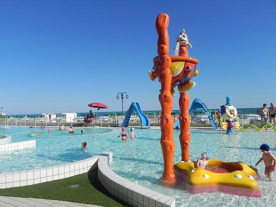La piscina foto di villaggio al mare marzotto jesolo for Villaggio jesolo