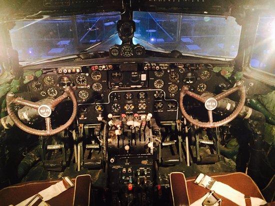 Cabina di pilotaggio di aereo russo da museo foto di for Costruttori di cabina del minnesota