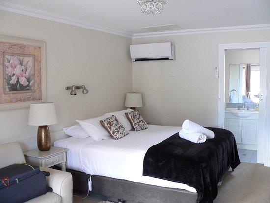 Beechworth, Australie : Comfortable king size bed