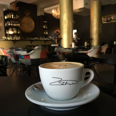 Nitra, Slovakien: Skvelé cappuccino
