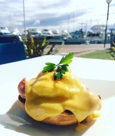 AquaBlue Bistro and Bar: Eggs Benedict