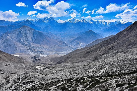 Dolpo, Nepál: Excellent vista around from Bhimlojul La to the southern flank.