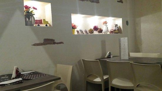 None, Italia: Locale semplice ma raffinato,piatti gustosi e abbondanti,ottimo rapporto qualità prezzo, ottima