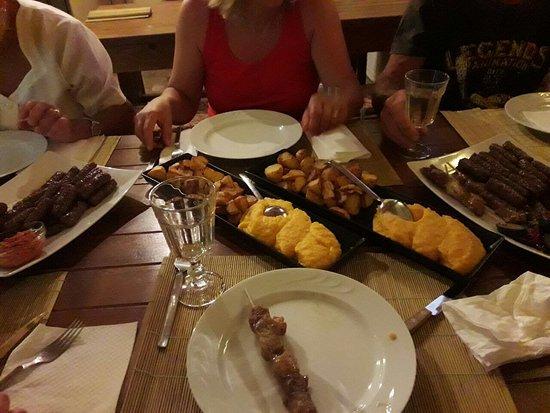 Loborika, Croazia: Grigliata di carne con contorno