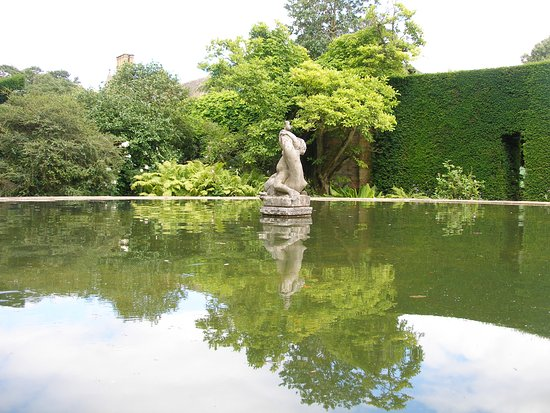 Chipping Campden, UK: The Bathing pool Garden at Hidcote