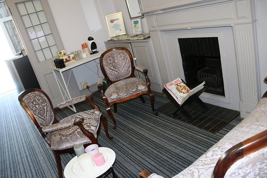 George Lodge International: Waiting area  reception  concierge