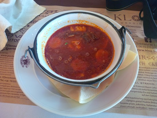 Harkany, Ungarn: zupa gulaszowa