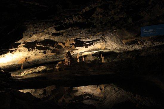 Sundlauenen, İsviçre: St. Beatus Höhlen
