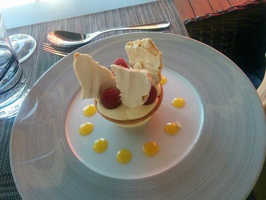 Goult, Frankrike: Tartelette crème citronnée et framboises