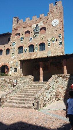 Certaldo, Italien: Palazzo da fuori