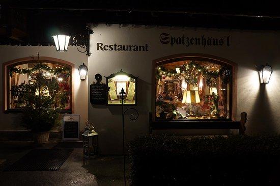 Spatzenhausl: restauracja wieczorem