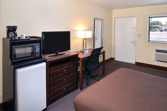 Batesville, MS: One Queen Bed