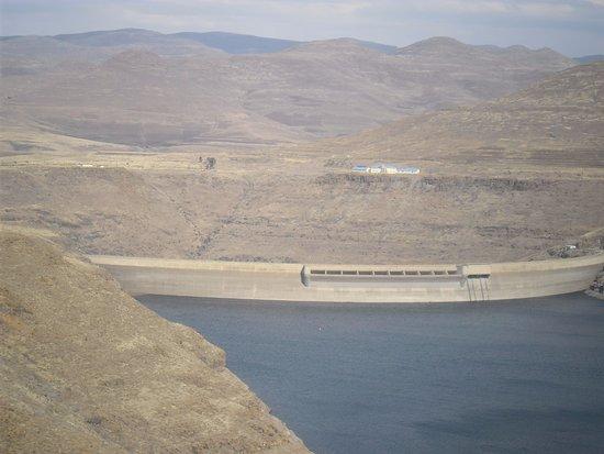 Katse Dam: dam wall