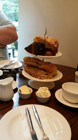 Grandtully, UK: Tea for 2 .superb with chocolates. .scrumptious