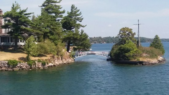 Gananoque, Canadá: The shortest bridge in the world between Canada and USA