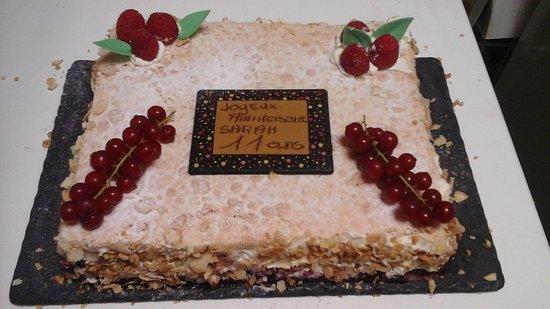 Saint-Sorlin-d'Arves, Fransa: gâteau d anniversaire conçu pour Sarah  tout nos gâteauX d anniversaires sont uniques la demande