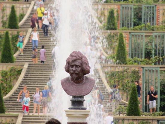 Parc de Sanssouci : Fountains , steps and statues