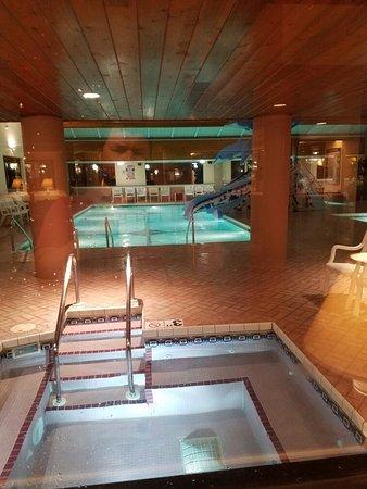 Grand Marquis Waterpark Hotel & Suites: 20160822_215006_large.jpg