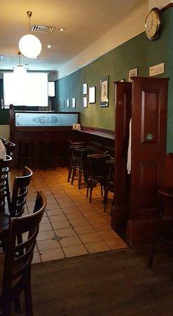 Oscar Wilde: Superb Irish pub.