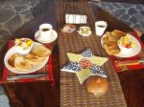 Hostel La Siesta: Breakfast